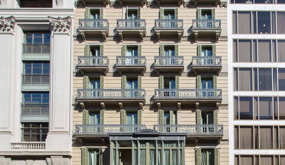 Facade of the Room Mate Anna hotel