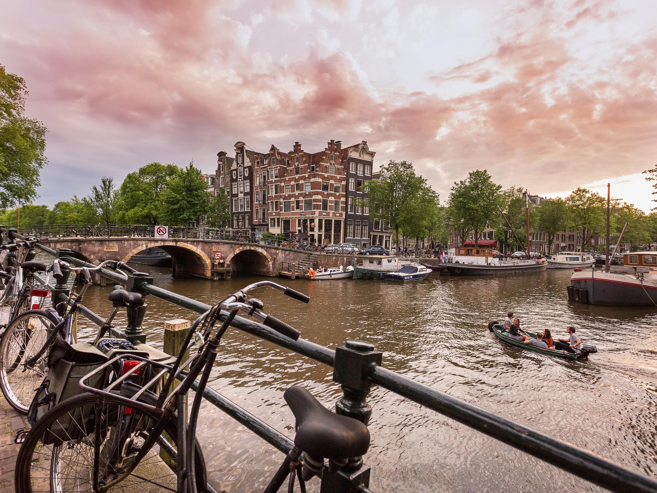 Hoteles con encanto en el centro de amsterdam room mate for Hoteles en el centro de amsterdam